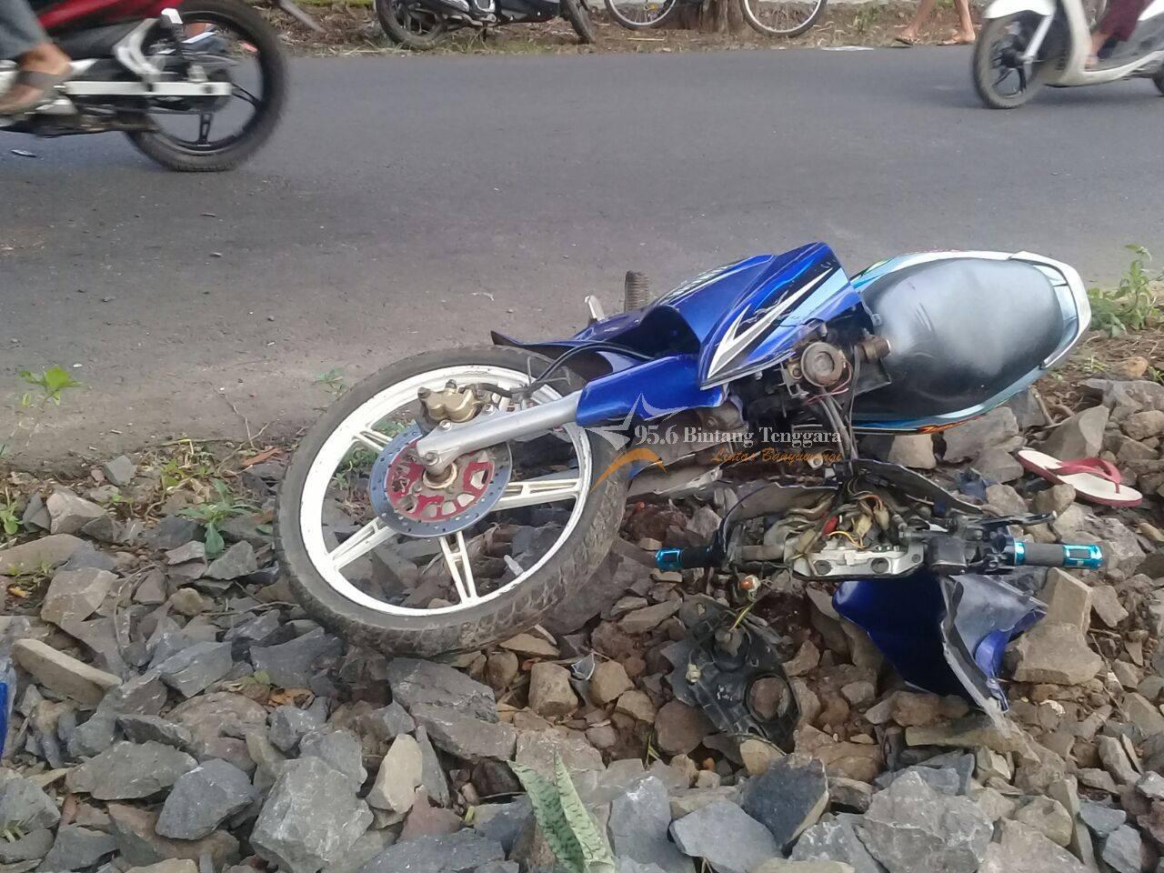 Sepeda Motor Korban Kecelakaan Tungga di Dusun Sukomukti Desa kebaman Kecamatan Srono sesaat setelah kecelakaan terjadi. (Foto. Resti Fauzi)